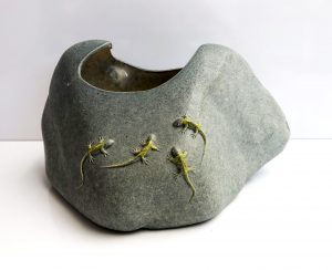 Toon Thijs - Steen met salamanders